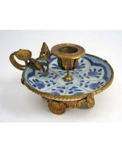 Chinees porseleinen blaker, Kangxi periode, ca. 1720, met verguld messing monturen