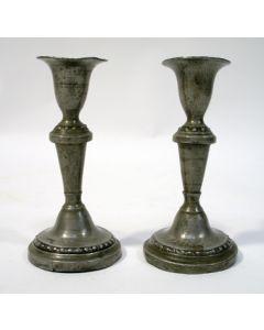Stel miniatuur tinnen kandelaars, 19e eeuw
