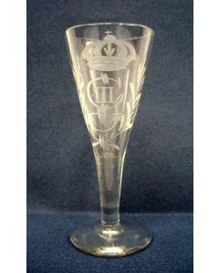 Gegraveerd glas, monogram koning Gustav III van Zweden, 18e eeuw