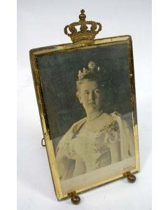 Fotolijst met kroningsportret, 1898