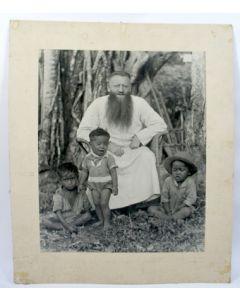 Foto van een missionaris, ca. 1900