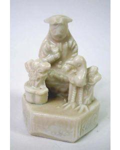 Blanc de Chine beeldje van een Europeaan, Kangxi, 18e eeuw