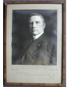 Foto van Mgr. Dr. W. Nolens met opdracht aan Dr. J.A. Loeff, 1920