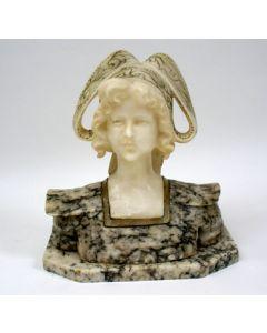 Albasten en marmeren beeld, meisjesfiguur, door Cesare Lapini