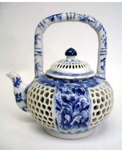 Chinese dubbelwandige porseleinen theepot, Kangxi periode, 18e eeuw