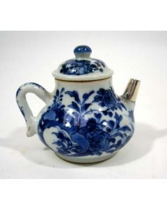 Chinese porseleinen theepotje, Kangxi periode