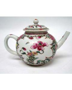 Famille Rose theepot, YongZheng periode