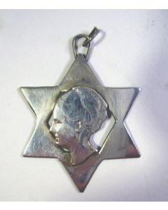 Zilveren hanger met Wilhelmina, periode 1940-1945
