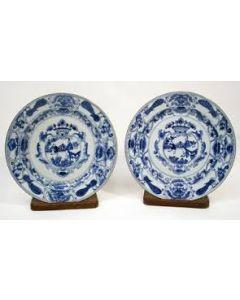 Paar Chinees porseleinen schotels, Kangxi periode, ca. 1720