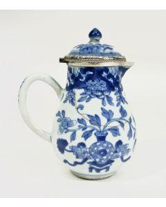 Chinees porseleinen dekselkannetje, 18e eeuw, met zilveren montering