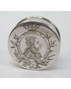 Zilveren snuifdoos met afbeelding van Stadhouder Willem V