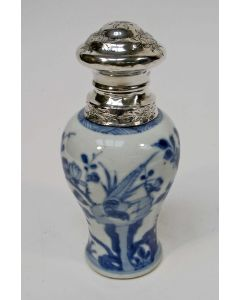 Chinees porseleinen theebus, 18e eeuw, met zilveren monturen