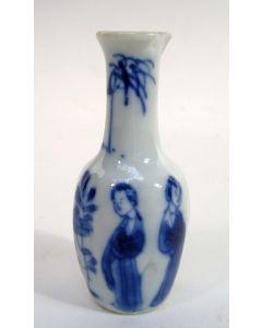 Chinees porseleinen miniatuur vaasje, Kangxi periode, ca. 1720