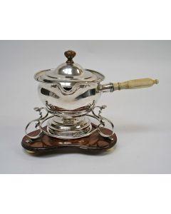 Zilveren brandewijnpan, 1851, op ouder komfoor