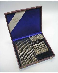 12 zilveren viscouverts in cassette, ca. 1900 [visbestek]
