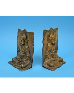 Stel bronzen boekensteunen met Boeddhavoorstellingen, India ca. 1920