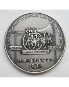 Penning, 100-jarig bestaand Leidse 3-October Vereeniging en Postkoetsenrace van Groningen naar Leiden, 1986