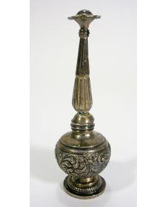 Gedreven zilveren rozenwatersprenkelaar, Java, ca. 1900