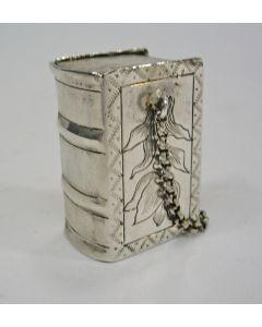 Zilveren lodereindoosje in de vorm van een boekje, Teunis Kruyt, Schoonhoven 1796