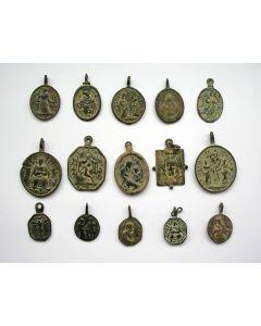 Collectie bronzen religieuze draagmedailles, 17e en 18e eeuw