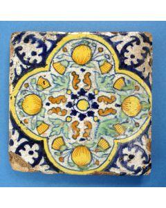 Polychrome tegel, zgn. 'Pompadourtegel', 1e helft 17e eeuw