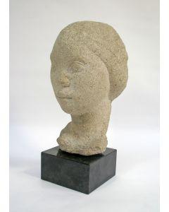 Anne Hofte, meisjeskop, kalksteen