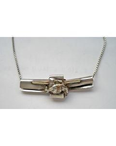 Nicole Schaap, modernistische zilveren met gouden hanger