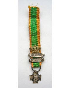 Kruis voor Krijgsverrigtingen, zilveren miniatuur draagmedaille met twee gespen en kroon voor bijzondere verrichtingen,