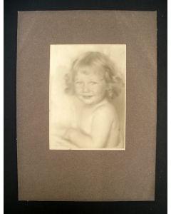 Vintage foto door Henri Berssenbrugge, meisjesportret, ca. 1925