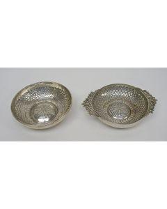 Oosterse zilveren schaaltjes met vismotieven