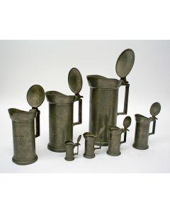 Serie Franse tinnen dekselmaten, 2 Liter t/m 2 deciliter, 19e eeuw
