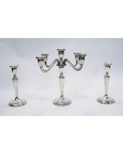 Serie van drie zilveren kandelaars