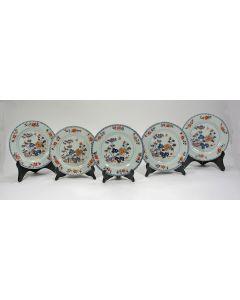 Vijf Chinees Imari borden, 18e eeuw