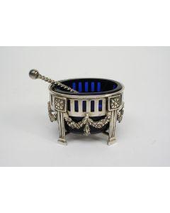 Zilveren zoutbakje met blauw glas