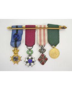 België: spang van vier miniatuur onderscheidingen