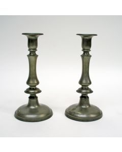 Stel Engelse tinnen kandelaars, 19e eeuw