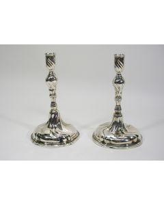 Stel zilveren kandelaars, Jacobus Schrader, Gorinchem 1777