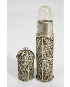 Miniatuur zandloper in filigrain zilveren houder, 18e/19e eeuw