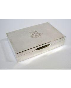 Zilveren sigarettendoos, gegraveerd met een familiewapen