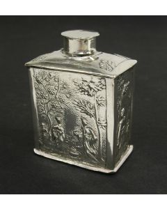 Miniatuur zilveren theebus met decoratie in chinoiserie, Pieter van Somerwil,  Amsterdam, ca. 1730