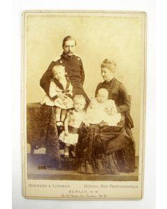 Kabinetfoto, Keizer Wilhelm II en zijn gezin, ca. 1885