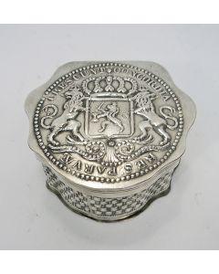 Zilveren snuifdoos met het Wapen van de Zeven Provinciën, 1883