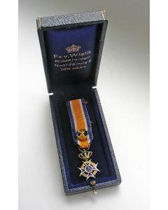 Officier Oranje Nassau, miniatuur onderscheiding in cassette