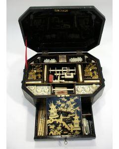 Chinese lakwerk naaikist, 19e eeuw