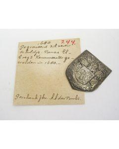 Zilveren memorieschildje, Tomas Elbregt keurmeester geworden 1680