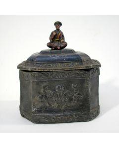 Tabakspot met chinoiserie, 19e eeuw