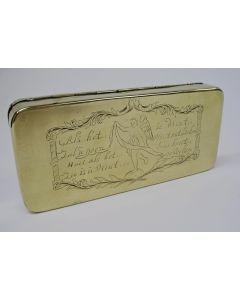 Gegraveerde koperen tabaksdoos met spreuk, 18e eeuw