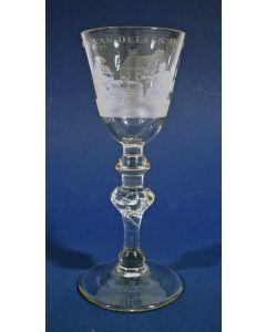 Gegraveerd wijnglas, 'Het welvaren van deesen huysen', 18e eeuw