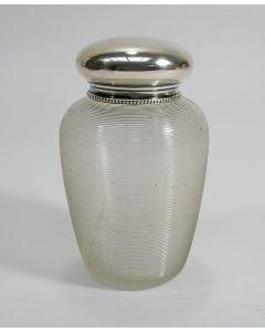 Ribglas theebus met zilveren dop en kraag, ca. 1890