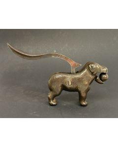 Gietijzeren notenkraker, bijtende hond, ca. 1900